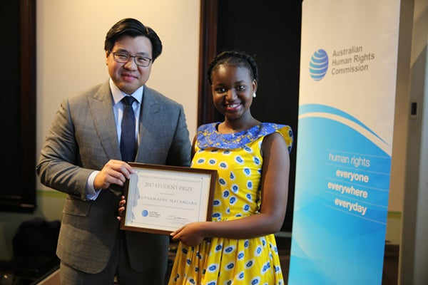 Dr Tim Soutphommasane awarding prize to Kupa Matangira