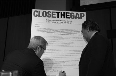 Photo of Rudd signing the Statement of Intent to Close the Gap
