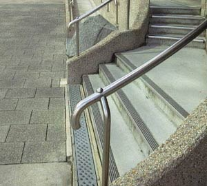 Insufficient return on handrail end