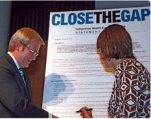Picture of Prime Minister Kevin Rudd MP and Nicola Roxon MP signing the Statement of Intent