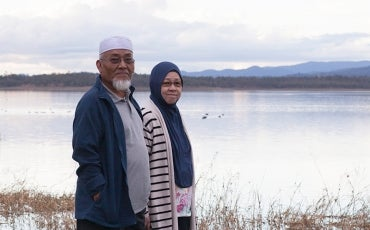 Elder couple in Muslim dress at Lake Wivenhoe